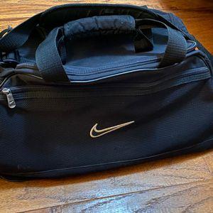 Nike Duffle Bag Black Gym Bag Size Medium/ Large for Sale in Bakersfield, CA