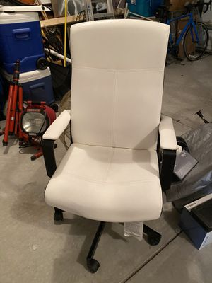 White Black Gaming Desk Office Chair for Sale in Rolesville, NC