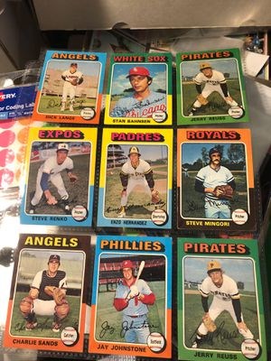 Beautiful 1975 topps baseball card lot #2 of 18 cards all for $4 for Sale in Calverton, MD