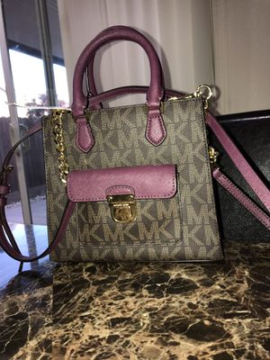 Michael Kors small bag for Sale in Ceres, CA