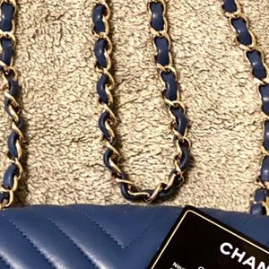 Authentic Chanel Shoulder Bag for Sale in Whittier, CA