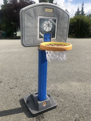 Adjustable 4' to 6' children's basketball hoop for Sale in Lake Stevens, WA