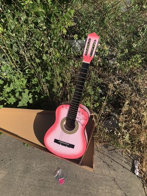 Acoustic guitar 32 inch for Sale in Tracy, CA