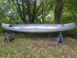 Grumman Canoe 17ft Aluminum Canoe in excellent condition only 275 for Sale in Stonington, CT
