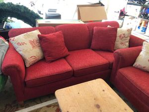 Red couch and loveseat set for Sale in Dublin, CA