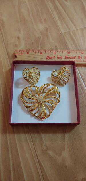 Avon brooch with matching pierced earrings for Sale in Austin, TX