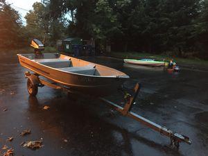 12 foot alum boat w/6hrs motor for Sale in Stanwood, WA