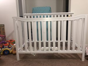 Berkley Flat top crib with Mattress for Sale in Columbus, OH