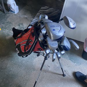 Set of Golf Clubs. Comes With Bag. About 10-15 Clubs for Sale in Smithtown, NY