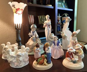 Porcelain figurines and lamp for Sale in Redmond, WA