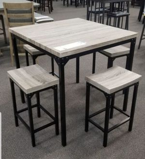 Modern Kitchen Table with 4 Stools for Sale in Los Angeles, CA