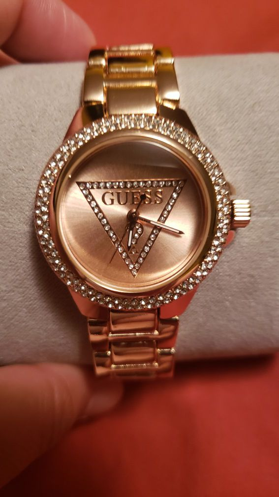 New Watch guess color rose gold stainless steel