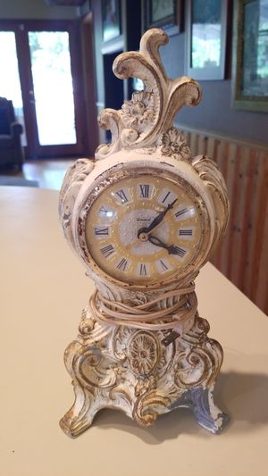 Vintage United Victorian style clock for Sale in Puyallup, WA