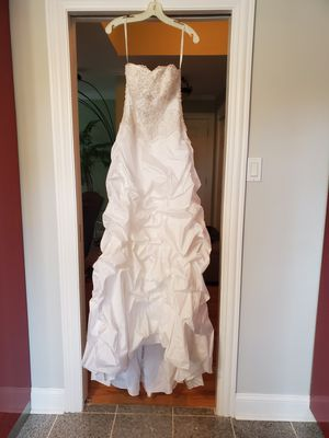 David Bridal Wedding Dress size 4 with skirt and veil- excellent condition for Sale in Melrose Park, IL