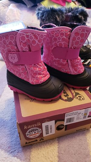 Girls snow boots size 7 toddler for Sale in Highland, CA