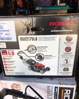 Honda Lawn mower one in box other out one out of box Has only a couple hours of use for Sale in Hayward, CA