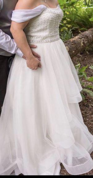 Venetian Style Wedding dress / gown size 16 fits 12-14, worn once! for Sale in Auburn, WA