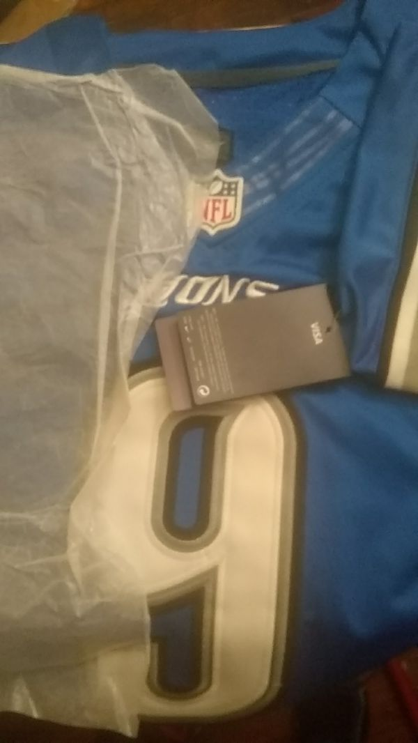 brand new size 52 Jersey and it's singed in plastic