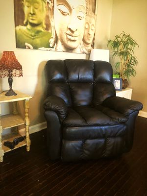 Excellent Black Recliner for Sale in Independence, MO