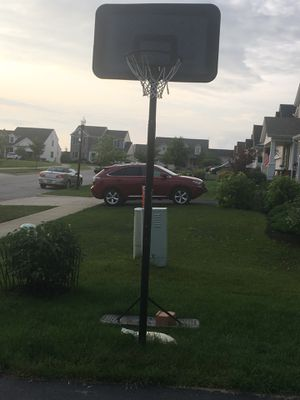 Basketball hoop for Sale in Marysville, OH