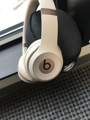 Rose gold wireless beats headphones for Sale in Atlanta, GA