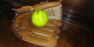 "12.5"" Louisville Slugger Baseball Glove for Sale in Georgetown, TX"