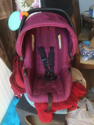 Urbini Car Seat (Base Included) for Sale in Stockton, CA