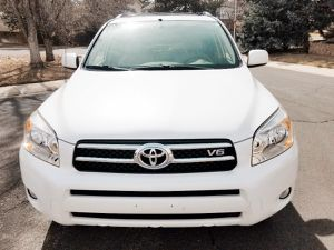 Runs good 2006 TOYOTA RAV4 Clean interior for Sale in Baltimore, MD