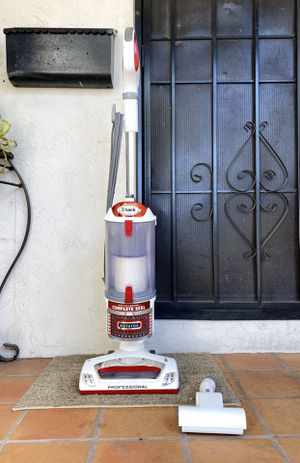 """Shark Rotator Professional """"Lift-Away"""" Vacuum Cleaner w/ attachments for Sale in El Cajon, CA"""