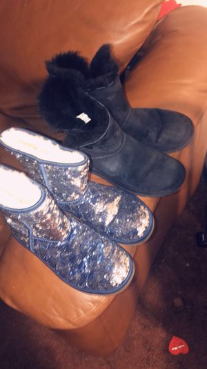 Ugg the two pairs for 35 only cash perfect conditions used very little size 8 for Sale in Renton, WA