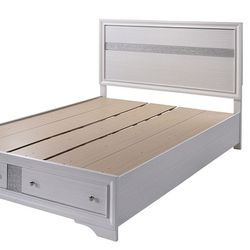 NEW IN THE BOX. QUEEN SIZE PLATFORM BED FRAME, SKU# TCM7552 for Sale in Westminster,  CA