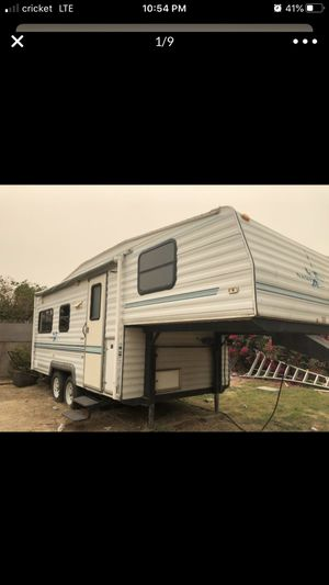 98 5fth wheel trailer. for Sale in Selma, CA