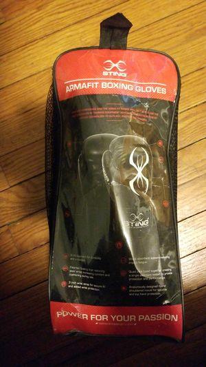 16 oz. Sting Boxing Gloves for Sale in Merrillville, IN