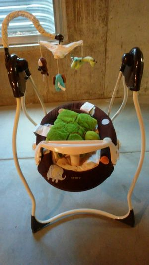 Carter's Baby Newborn swing w Music and Toys for Sale in Aurora, CO