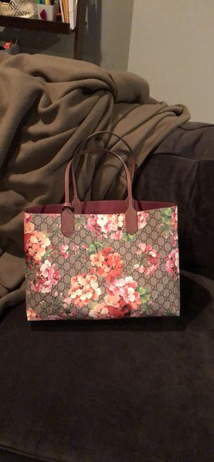 Gucci bloom medium tote for Sale in Fort Belvoir, VA