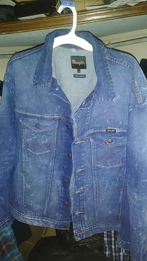 Mens wrangler denim jacket for Sale in Downers Grove, IL