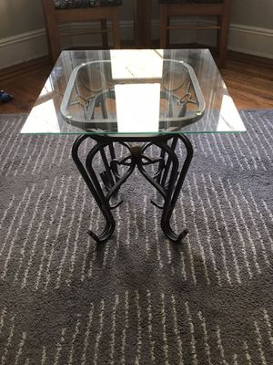 Glass top end table/ coffee table for Sale in Queens, NY