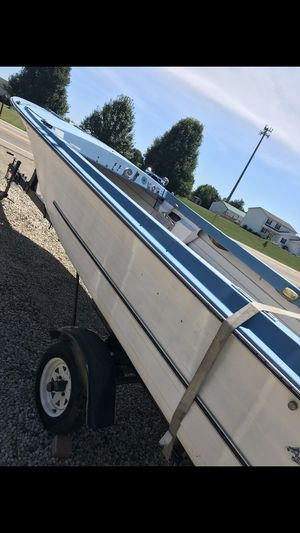 Turfed 19' boat with trailer, trolling motor, battery and 5 life jackets for Sale in Dublin, OH