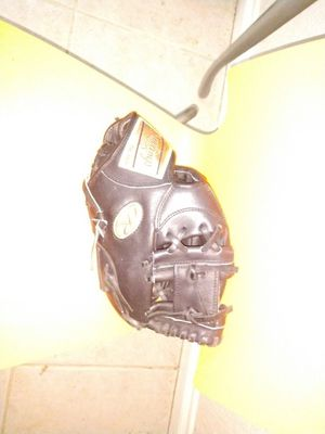 Rawlings gold glove 11 1/4 inch infielders glove. Perfect condition. Never used. for Sale in Fort Lauderdale, FL