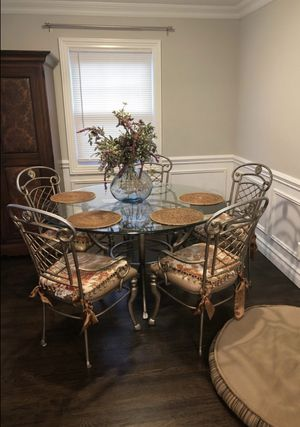 kitchen table and chairs for Sale in Staten Island, NY