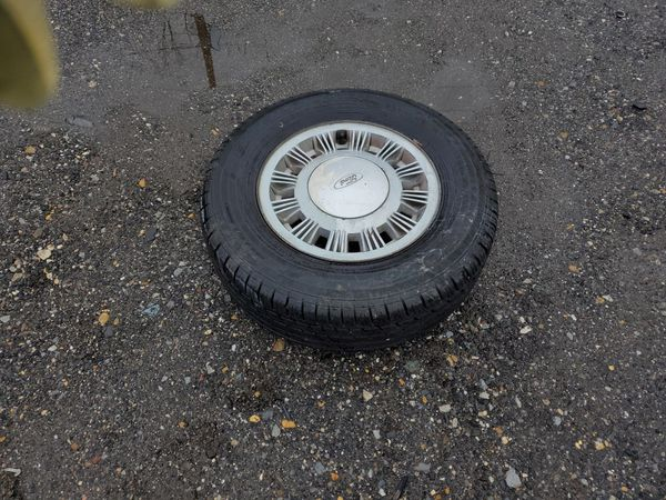 1991 mustang 4 wheels $80 new tires 14""