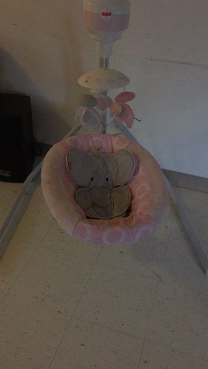 Baby swing/ fisher price for Sale in Cleveland, OH