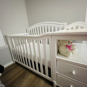 Crib and Change Station for Sale in Columbus, OH