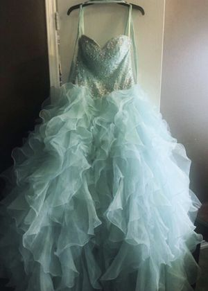 Quinceanera package - Size 6 Dress (Dress in 9 condition) for Sale in Katy, TX