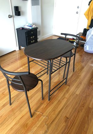 Small kitchen table withy 2 chairs for Sale in Montclair, CA