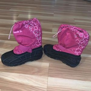 Girls kamik snow boots size 4 for Sale in Boring, OR