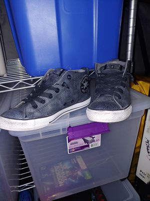 Grey Leather converse all star used size 5.5 junior for Sale in Antioch, CA