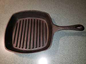 VINTAGE EMERIL CAST IRON FRYING PAN/SKILLET WITH RIBBING for Sale in Chambersburg, PA