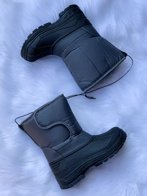 Kids snow boots / bota para la nieve niños / snow boots for kids sizes 9,10,11,12,13,1,2,3,4 $25 each pair for Sale in Bell Gardens, CA