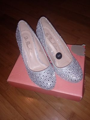 Deblossom womens wedding heel for Sale in St. Louis, MO